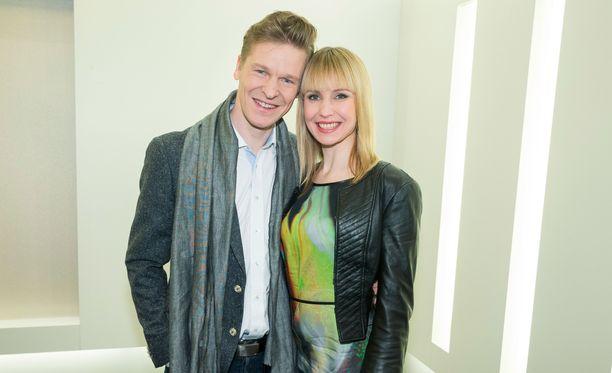 Toni ja Heidi Nieminen saavat pian ensimmäisen yhteisen lapsensa.