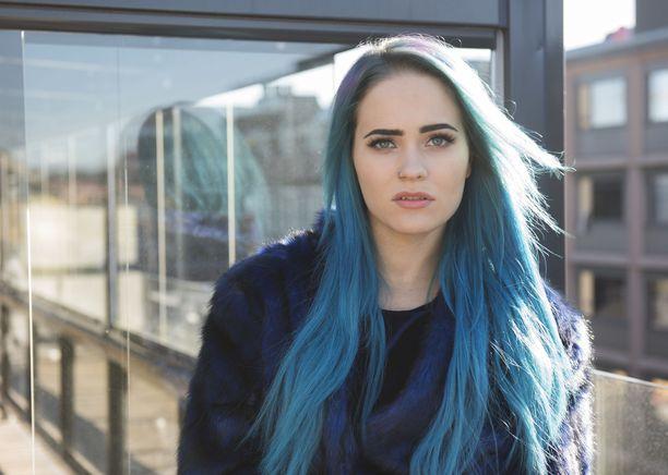 Vuonna 2016 Sanni luotti myös vihertävään siniseen.