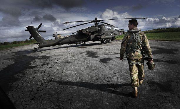 Aurora-harhoitukseen osallistui myös neljä USA:n Apache-helikopteria.