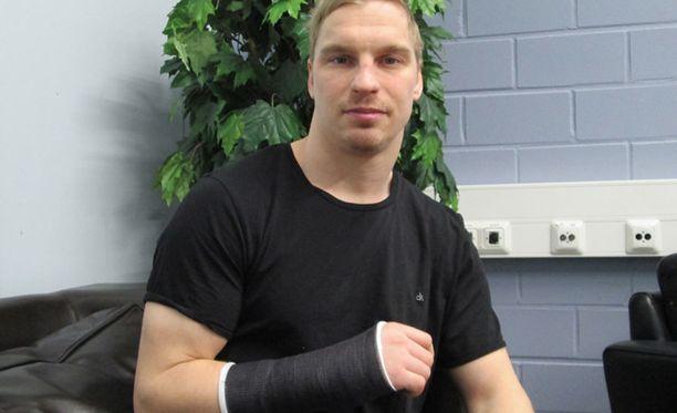 Antti Pihlströmin haave päästä Pyeongchangin olympiakisoihin kariutui rannevammaan Moskovassa 17. joulukuuta.