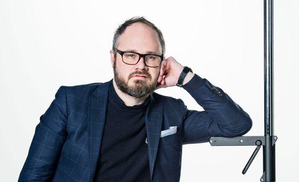 Toimittaja Tuomas Enbuske.