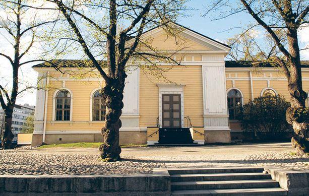 Vanhan kirkon edusta on pitkään ollut paikallisten päihdepiirien kokoontumispaikka.