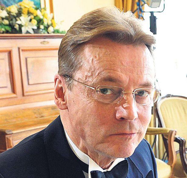 Timo T.A. Mikkonen on sokeutunut aivoinfarktien seurauksena.