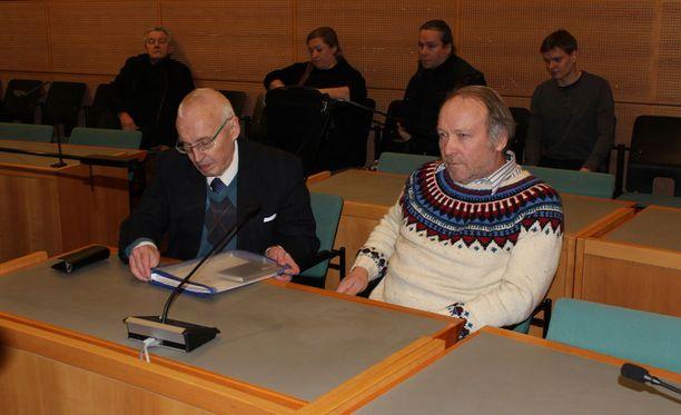 Keski-Suomen käräjäoikeus tuomitsi kansanedustaja Teuvo Hakkaraisen (ps) sakkorangaistukseen kiihottamisesta kansanryhmää vastaan.