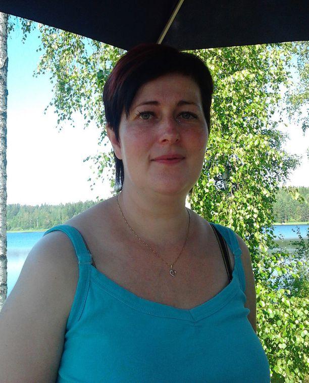 40-vuotias Sanna on liikkunut aina paljon. Syy kiloihin on ollut epäterveellisessä ruokavaliossa.