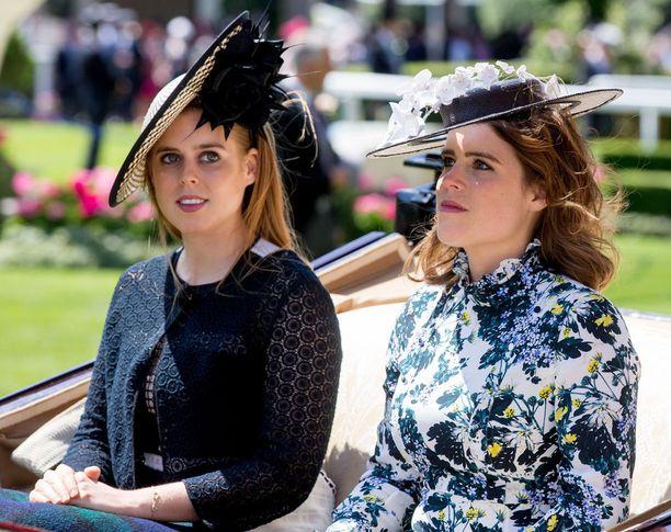 Prinsessat antavat harvoin haastatteluita. Eugenie liittyi vasta tänä vuonna Instagramiin, mutta ei julkaise kuvia kovin tiuhaan tahtiin. Kuva Ascotin laukkakisoista.