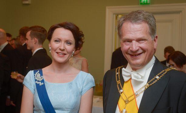 Rouva Haukio ja presidentti Niinistö isännöivät itsenäisyyspäiväjuhlaa.