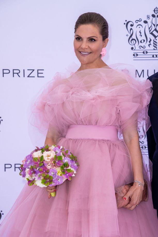 Kruununprinsessa Victoria ihastutti vaaleanpunaisessa mekossaan.
