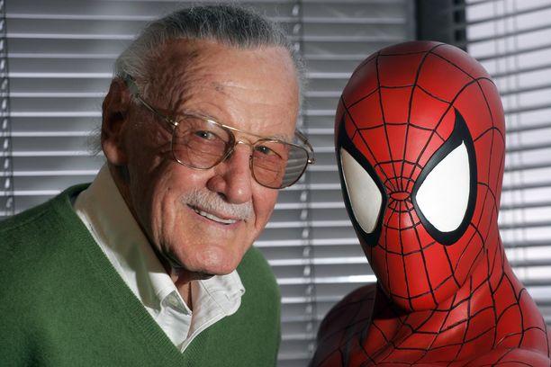 Stan Lee vierellään Hämähäkkimies.