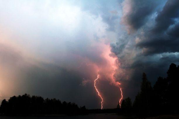 Äänekoskella taivas löi tulta maanantai-iltana.