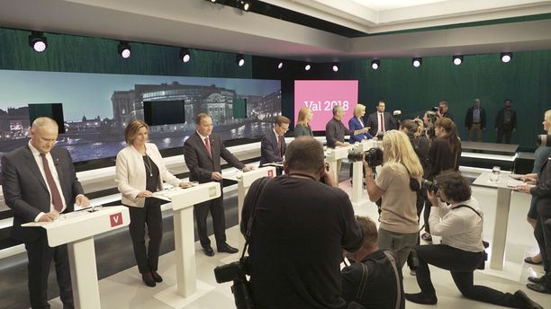 Ehdokkaat valmistautuivat viimeiseen väittelyyn SVT:n studiolla.