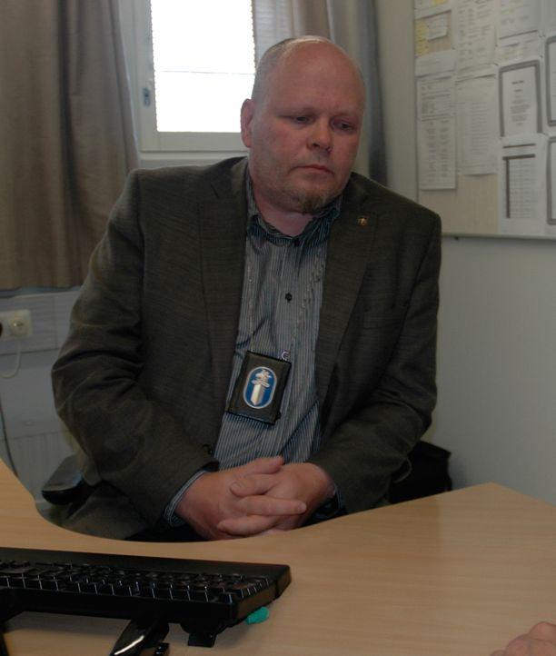 Tutkintaa johtava rikoskomisario Seppo Leinonen kertoo, että poliisi on jatkanut epäillyn kuulusteluja heti aamusta kello 9 alkaen.