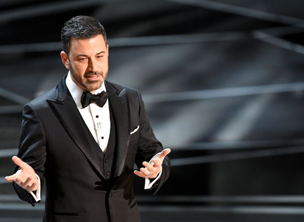 Oscar-gaalan toista kertaa putkeen juontanut Jimmy Kimmel yllätti Steven Spielbergin kysymyksillään.
