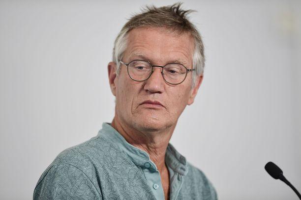 Ruotsin pääepidemiologi Anders Tegnell sai linjata länsinaapurin koronatoimet käytännössä yksin vielä pitkälle syksyyn asti.