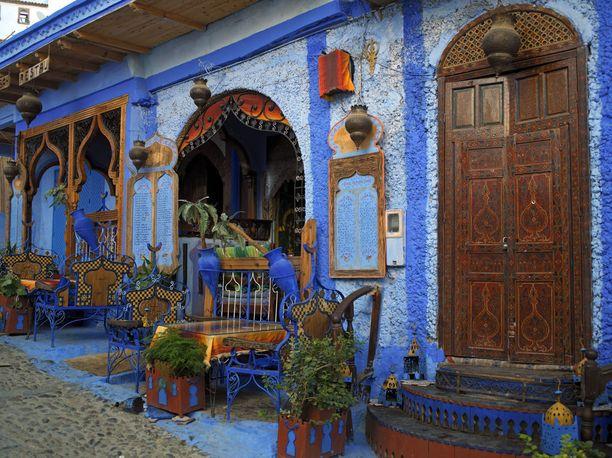 Chefchaoenin kaupunki Marokossa tunnetaan siniseksi maalatuista taloistaan. Siellä sijaitsevan ravintolan seinissä väriä on käytelty vain tehosteena.