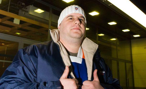 Tappara-fani Ville Hursti teki hurjan työn Ojanen-tribuuttinsa parissa. Kuva vuodelta 2008.