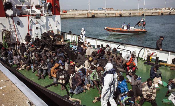 Italian rannikkovartiosto pelastaa viikoittain tuhansia ihmisiä Välimerestä.