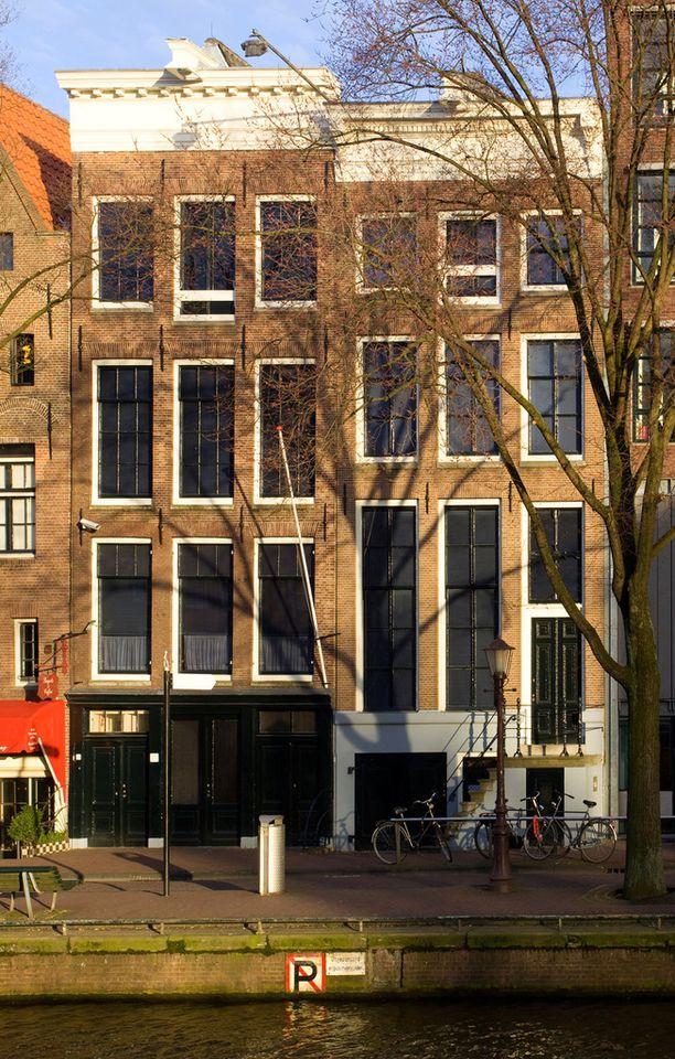 Tämän talon salaisessa siivessä Anne Frank perheineen piileskeli.