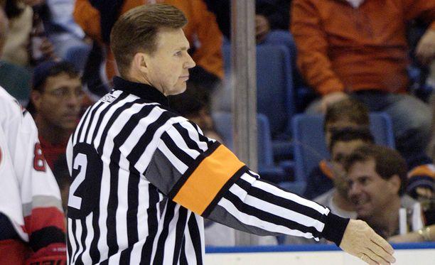 Kerry Fraser jakoi oikeutta NHL:ssä 30 vuoden ajan.
