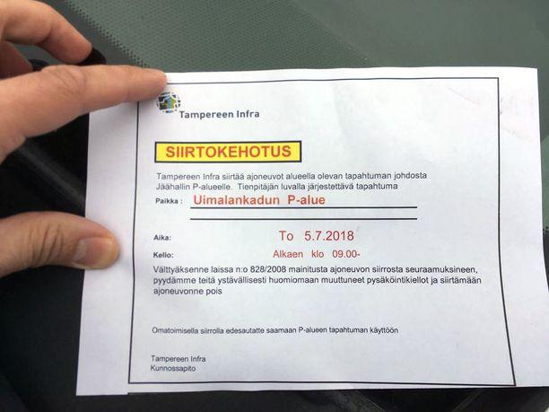 Auton siirtokehotus tipahti Hanna-Kaisa Siekkisen postiluukusta tänään. Siinä pyydetään, että auto siirretään pois Uimalankadulta tulevana torstaina.