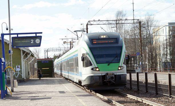 Maanantaista lähtien Helsingin ja Tampereen välillä kulkee R-juna. Kuvituskuva.