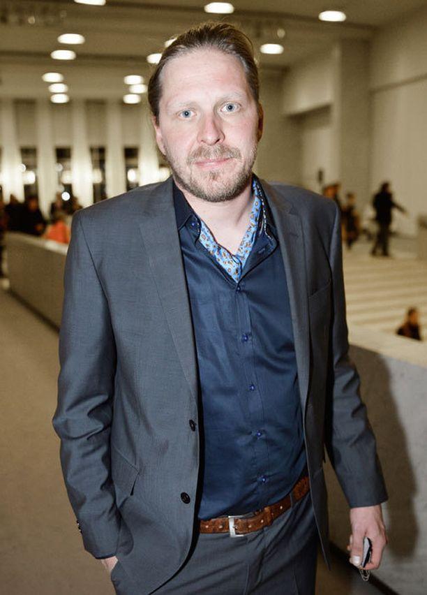 Tommi Liimatainen ja seurustelukumppaninsa Katri Helena saivat molemmat kutsun itsenäisyyspäivän juhlille.