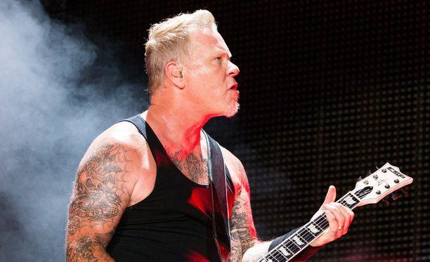 Mitähän mieltä Metallica-solisti James Hetfield on faniensa touhuista?