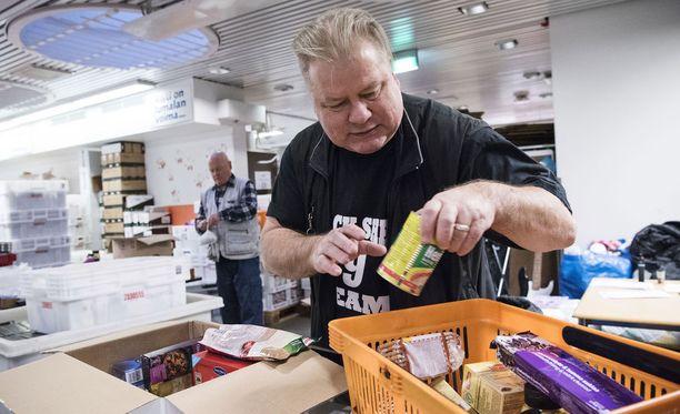 Heikki Hursti jatkaa vanhempiensa Veikko ja Lahja Hurstin työtä vähävaraisten auttamiseksi.