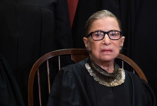 Korkeimman oikeuden tuomari Ruth Bader Ginsburg virallisessa kuvassa.