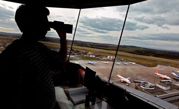 Hohhotin lennonjohtajat näkivät kohteen tutkiensa näytöillä, mutteivät saaneet siihen yhteyttä. Kuva ei liity tapaukseen.