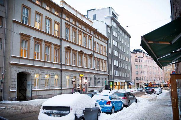 Helsinkiläiset lakiasiaintoimistot Legalite ja Novolex Finland taistelevat samoista asiakkaista - kielitaidottomista turvapaikanhakijoista.