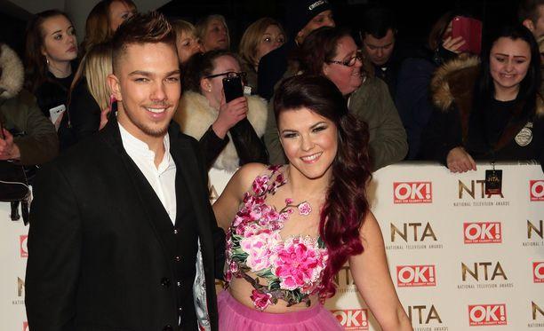 X Factor -finalistikaksikko viihtyi punaisella matolla.