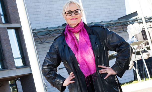Kokouksesta myöhästynyt Veera Ruoho liittyi hänkin Uusi vaihtoehto -ryhmään.