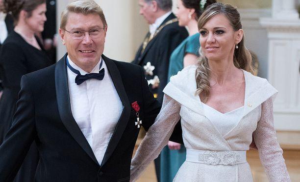 Marketa Häkkinen edusti Linnan juhlissa vuonna 2017 valkoisessa iltapuvussa. Häkkisen laukkuvalinta ihmetytti turkisten vuoksi. Illan emäntä Jenni Haukio tunnetaan eläinten oikeuksien puolestapuhujana.