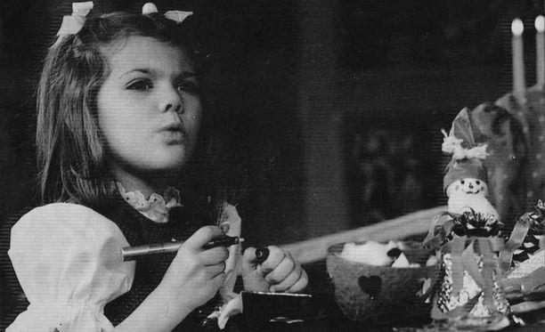 1984. Ruotsin hovi ilmoitti keväällä, että Victoria aloittaa koulun käynnin tavallisessa koulussa.