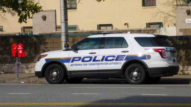 Fairfieldin poliisi pidätti kuusi ihmistä näiden harrastettua seksiä julkisella paikalla luonnonsuojelualueella. Kuvituskuva.