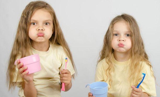 Fluoria ei kannata huuhdella täysin pois hampaiden pinnoilta.