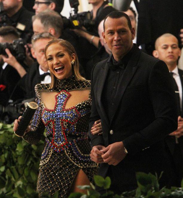 Jennifer Lopez ja Alex Rodrigues eivät ole kommentoineet Rodriguesin pelitoverin väitteitä.