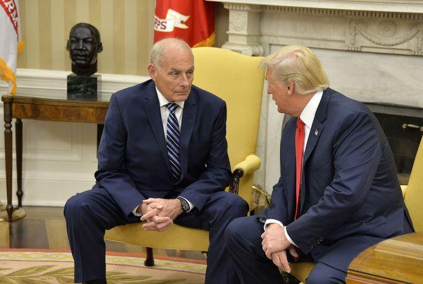 Valkoisen talon kansliapäällikkö John F. Kelly on ottanut kabinettinsa toiminnan tiukasti omiin käsiinsä. Kelly nimitettiin tehtäväänsä heinäkuussa 2017.