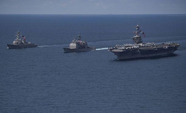 Lentotukialus Carl Vinsonin johtama USA:n laivasto-osasto on pienen viivytyksen jälkeen nyt matkalla kohti Korean niemimaata.