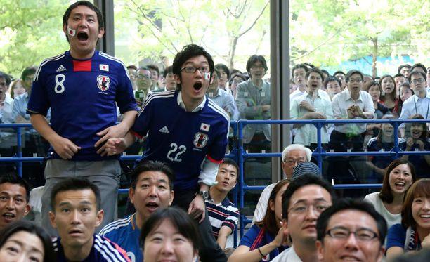Japanilaiset jännittivät Kreikka-ottelua Tokiossa.