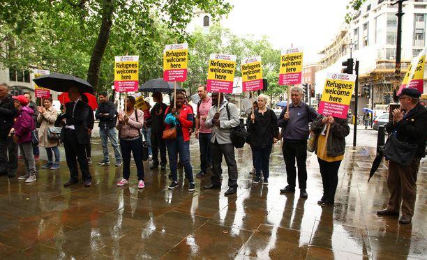 Australian toiminta turvapaikanhakijoiden suhteen on herättänyt voimakasta arvostelua. Kuva mielenosoituksesta Australian Lontoon-suurlähetystön edessä.