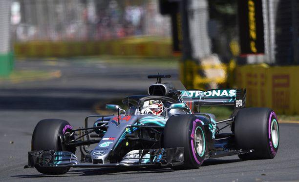 Lewis Hamilton oli Australian ensimmäisissä harjoituksissa ylivoimainen.