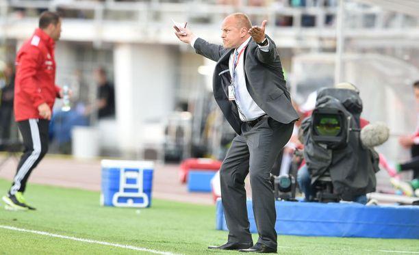 Jopa fanit vaativat Mixu Paatelaisen eroa Unkari-tappion jälkeen.