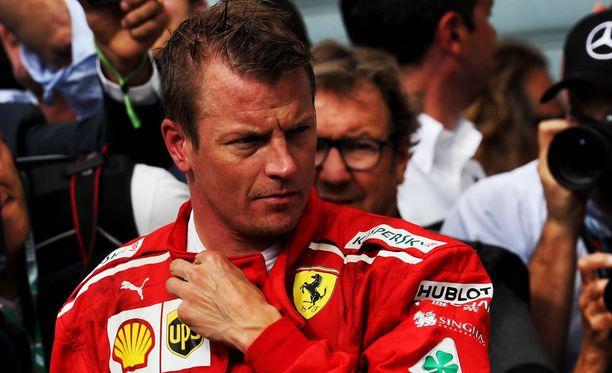 Kimi Räikkönen ei tunnu liialti stressaavan sopimushuhuista.