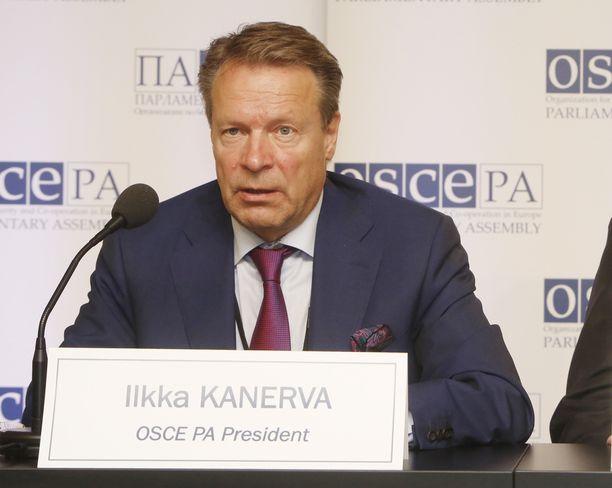 Ilkka Kanerva on parhaillaan Moskovassa Etyj-selkkauksen jälkiselvittelyissä. Kuva Etyj-kokouksen päätöstilaisuudesta Helsingistä.