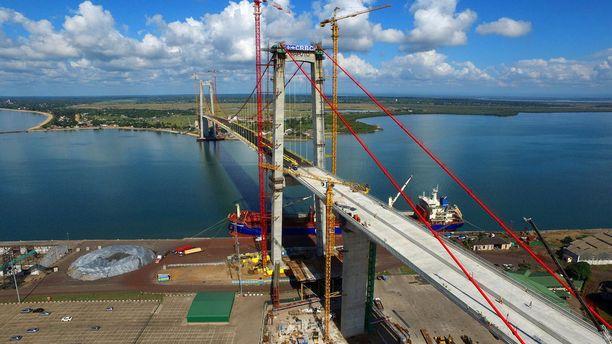 Kiinalaisvalmisteinen suuri silta on rakenteilla Mosambikin pääkaupungissa Maputossa.
