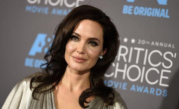 Näyttelijä Angelina Jolie Pitt on puhunut avoimesti syöpäpeloistaan.