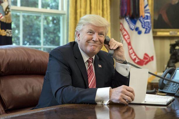 Britannian virallinen versio on, että valtiovierailu järjestetään Donald Trumpille sovitusti. Järjestelyistä ei tosin ole hiiskuttu ja lehtitiedot kielivät päinvastaista.