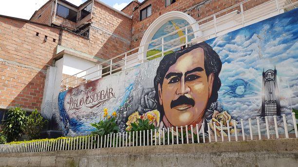 Pablo Escobar rakennutti Medelliniin kokonaisen kaupunginosan. Hänellä on siellä edelleen voimakas kannatus.